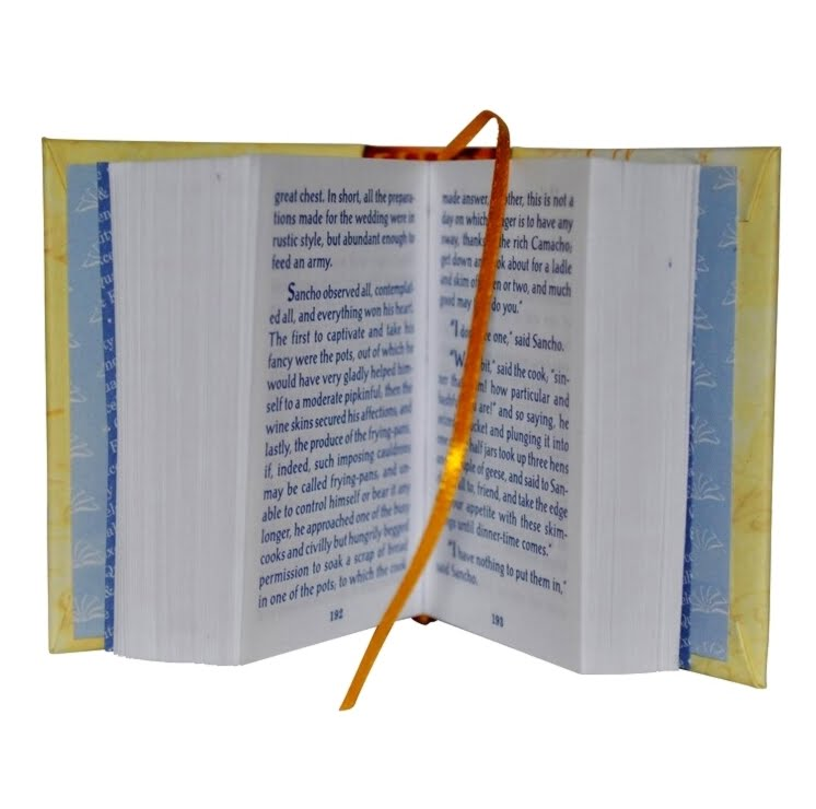 don-quixote-of-la-mancha-2-miniature-book-libro